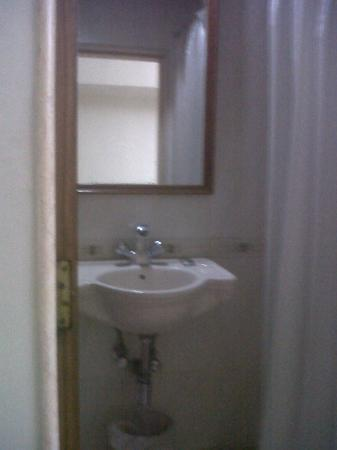 Hotel Accord : wash basin