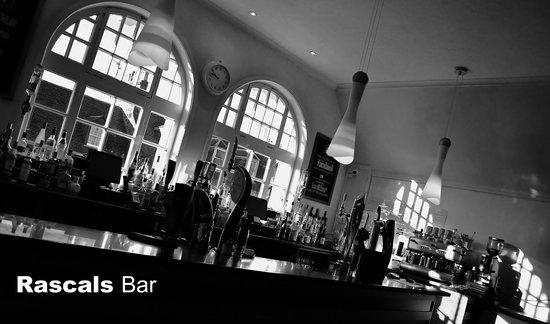 Rascals Bar St Andrews: Main bar