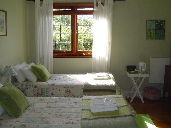 The LemonTree House: Lente bedroom. Twin beds