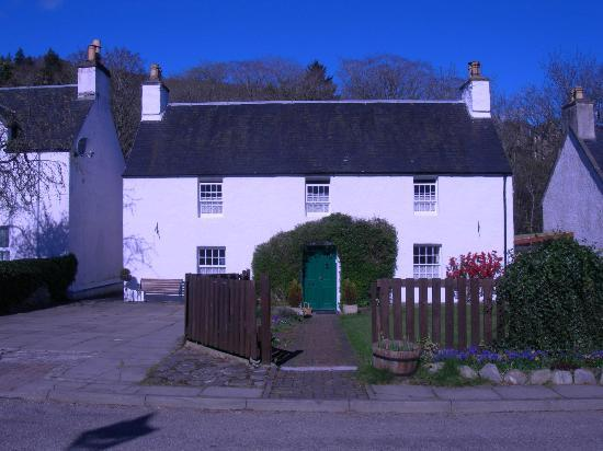 Greenlea Bed and Breakfast: view of the front of the house from the village green!!