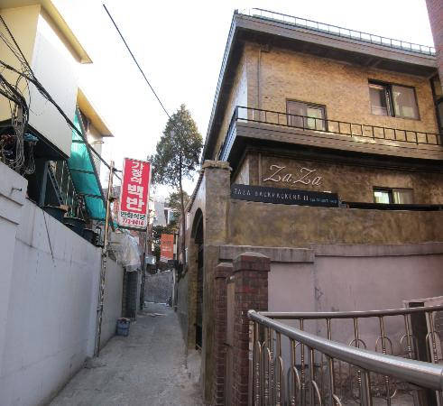 Zaza Backpackers Hostel: outside view