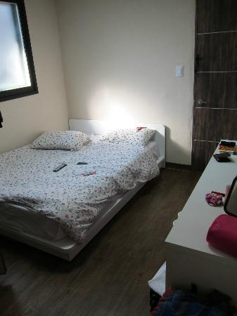Zaza Backpackers Hostel: bedroom