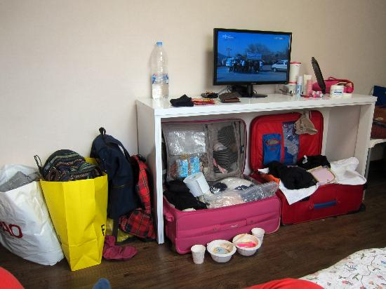 Zaza Backpackers Hostel: tv in room