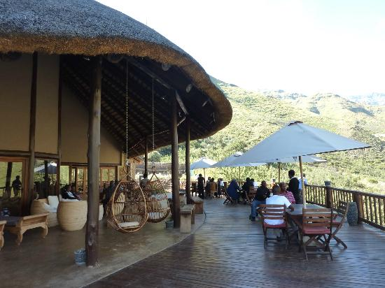 Maliba Mountain Lodge: terras mainbuilding (ontbijt, lunch, diner en relaxen)