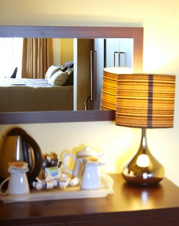 Number 10 Hotel: Bedroom Desk Lamp