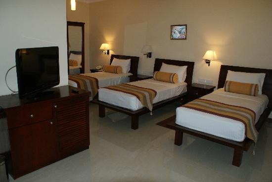 "Serene Garden Hotel: chambre triple "" hôtel grand serene"""