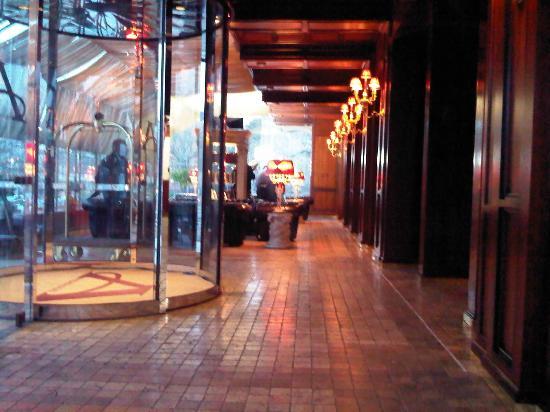 Hotel Ambasadori: ingresso