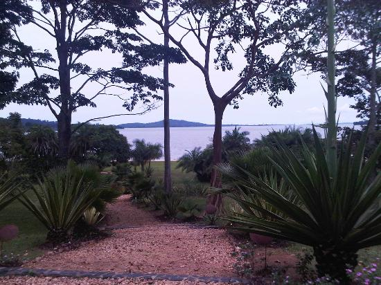 Lagoon Resort: The view of Lake Victoria from the entrance of the Lodge