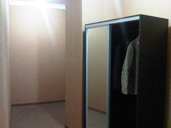 Kichik Gala Boutique Hotel : armadio e ingresso