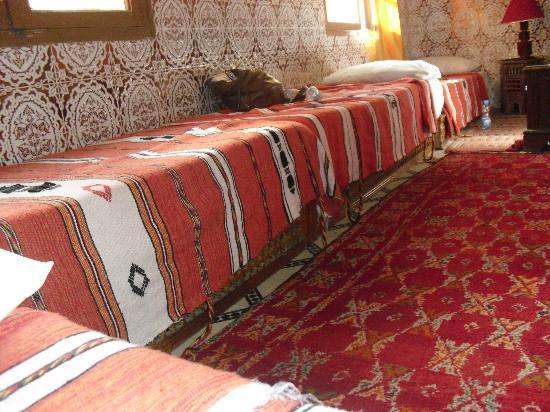 Riad Chennaoui: Moroccan sadari/beds