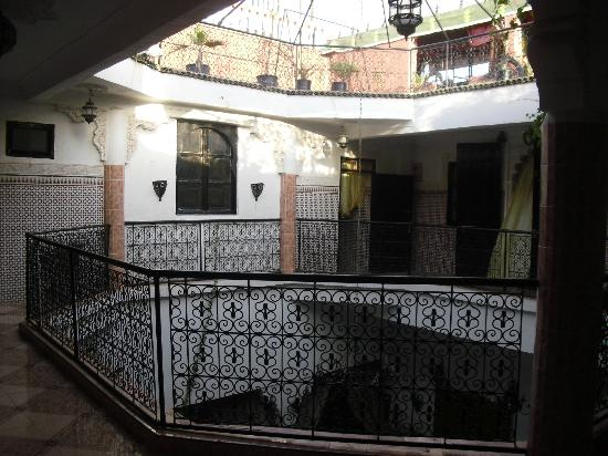 Riad Chennaoui: outside our room, courtyard