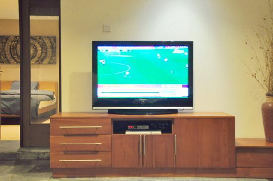 Villa Hening Boutique Hotel & Spa Jimbaran Bali: LCD TV SET WITH DVD & INT CHANNELS