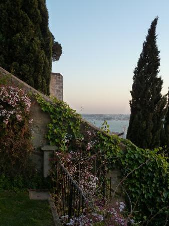 Casa Costa do Castelo: Aussicht vom Garten