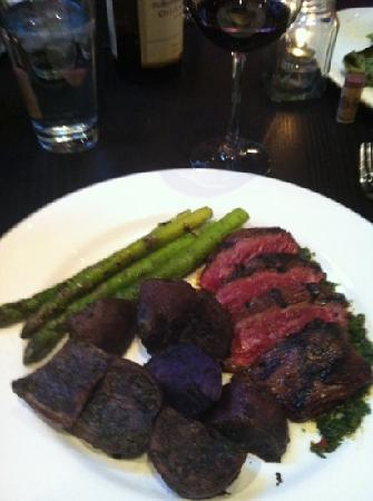 Red Lotus Kitchen & Bar: hangar steak