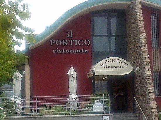 Calenzano, Italy: ingresso del portico