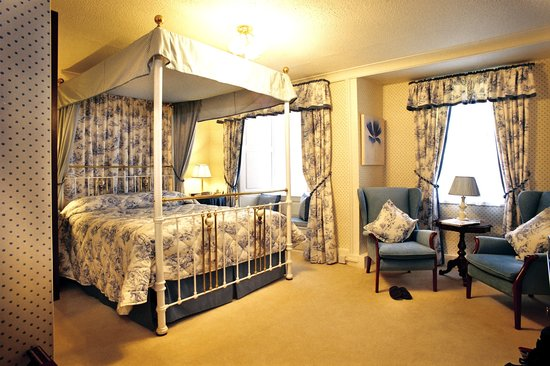 Bishopsgate House Hotel & Restaurant: Four Poster room with Sea View