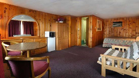 The Tides Motel: Queen Suite