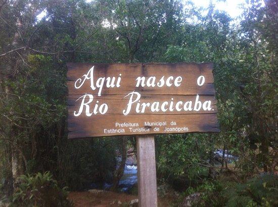 Joanopolis, SP: É uma das cinco nascentes do rio Piracicaba.