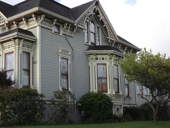 Abigail's Elegant Victorian Mansion - Historic Lodging Accommodations: Exterior 2