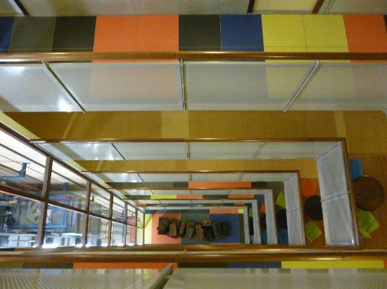 Art Hotel Rotterdam : Hall: vue du 11e étage vers le bas