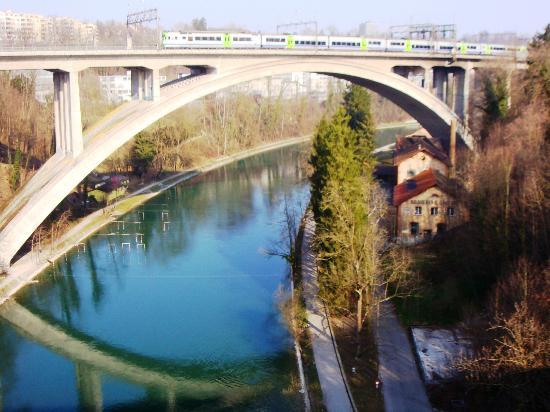 Bahnhof Bern: Il ponte all'ingresso della stazione