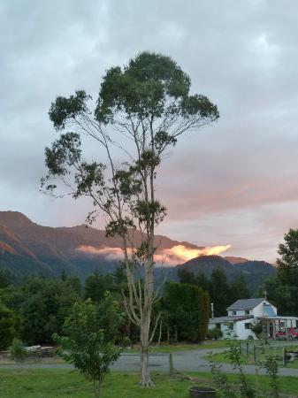 Perivale Farm Cottage : Evening sky