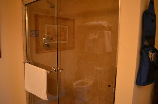 Emerald Greens Condo Resort: master shower