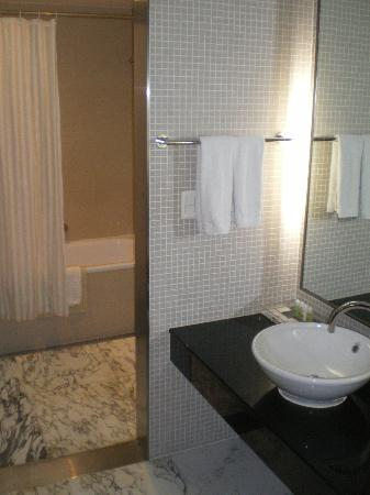 Niagara Hotel: Badezimmer