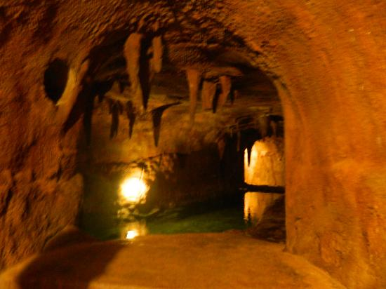Trois Estate at Enchanted Rock: the amazing underground grotto