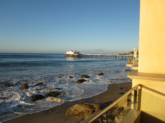 Malibu Beach Inn: View of Malibu pier from room 102