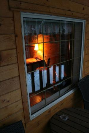 Hillside Lodge and Chalets: Looking in on our Cabin - Caribou