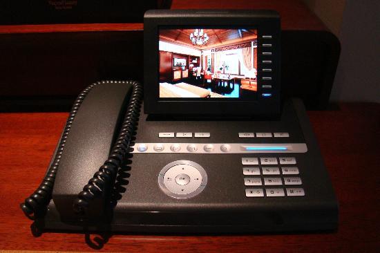 Vinpearl Luxury Nha Trang: Telephone