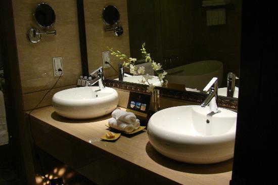 Vinpearl Luxury Nha Trang: Bath room