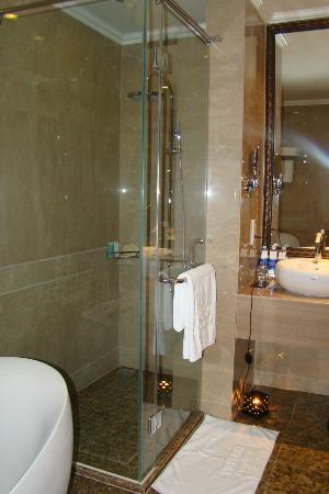 Vinpearl Luxury Nha Trang: Bathroom