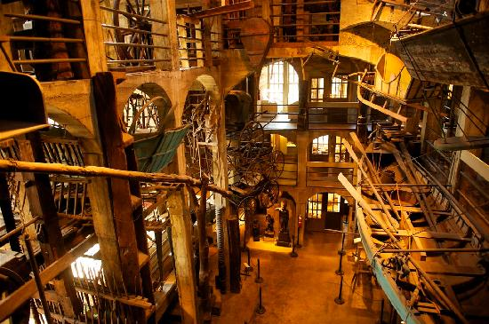 Bucks County, Pensilvania: Mercer Museum (Anthony Sinagoga)