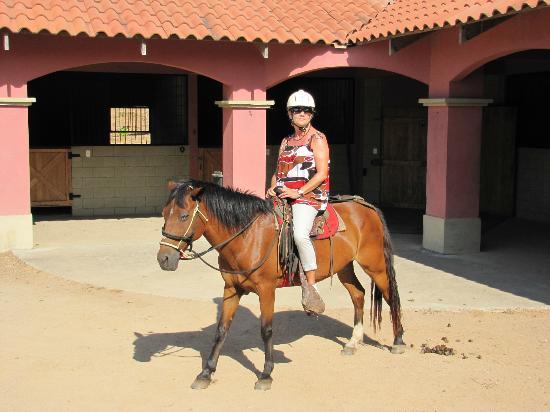 La Montana Club Ecuestre: Susan with Frijole