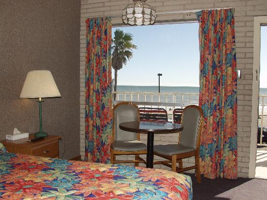 Gaido's Seaside Inn: King Room with a View