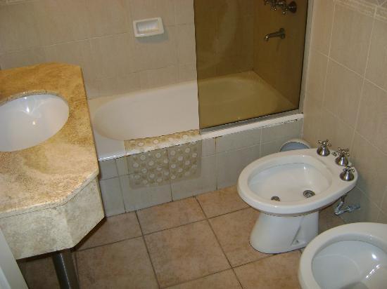 Hotel San Martin: Bad/WC