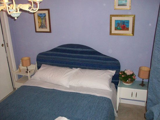 Faceroom Bed and Breakfast: camera blu