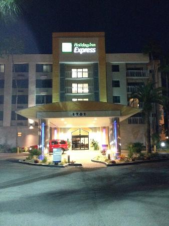 Holiday Inn Express Hotel & Suites Ft Lauderdale - Plantation: nachts vor dem Hotel