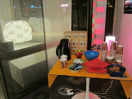 Ibis Styles Grenoble Centre Gare : tea/coffee station