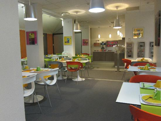 Ibis Styles Grenoble Centre Gare : breakfast room