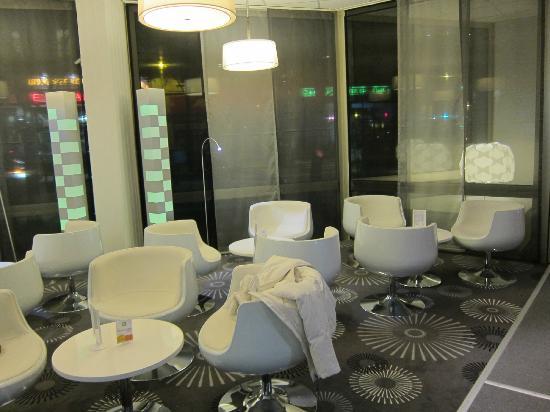 Ibis Styles Grenoble Centre Gare : bar area