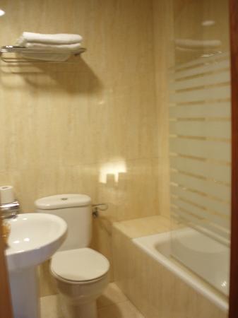 Coronado Hotel: bagno con vasca e doccia