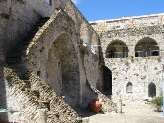 Moni Vronta: Inside yard of the monastery