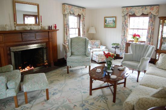 The Old Harbor Inn: Gathering Room