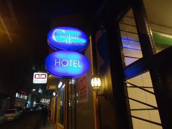 Cordial House Hotel: Entrada.