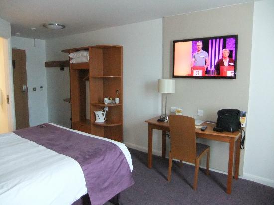 """Premier Inn Ipswich North Hotel: 40"""" television"""