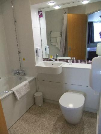 Premier Inn Ipswich North Hotel: Stylish bathroom
