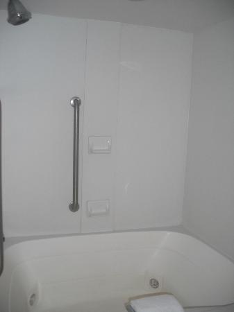 Best Western Plus Atlantic City West Extended Stay & Suites: jacuzzi bath/shower